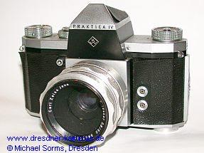Praktica IV - das erste Modell von 1959 mit schwarzem Prismengehäuse und KW-Logo