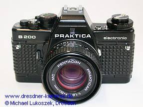 Praktica B200 mit Pentacon Prakticar 1,8/50 (1. Version mit Metall-Schnellspannhebel)