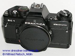 Praktica BC 1 - 1. Version mit Einstellrad für Filmempfindlichkeit und Belichtungskorrektur sowie Rückspulkurbel aus Metall