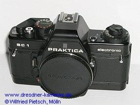 Praktica BC 1 - 2. Version mit Einstellrad für Filmempfindlichkeit und Belichtungskorrektur sowie Rückspulkurbel aus Kunststoff