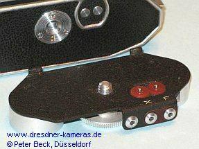 Praktica (1951) - Adapter für Blitzkontakte am Kameraboden
