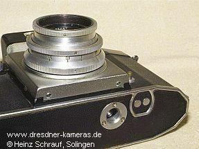 Praktica (1951) - Modell mit Blitzkontakten am Kameraboden