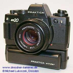 Praktica BX20 mit Pentacon Prakticar 1,8/50 und Praktica-Winder